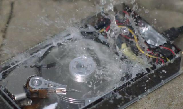 Como funciona un disco rígido en cámara lenta