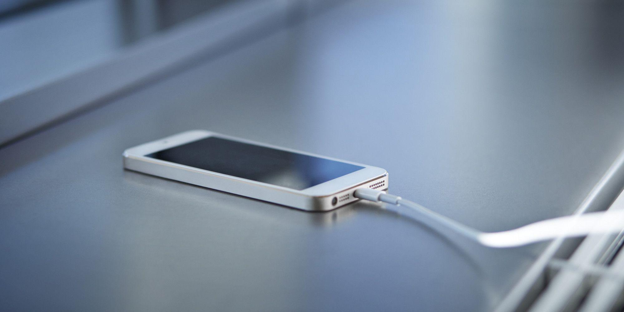 cargando-smartphone
