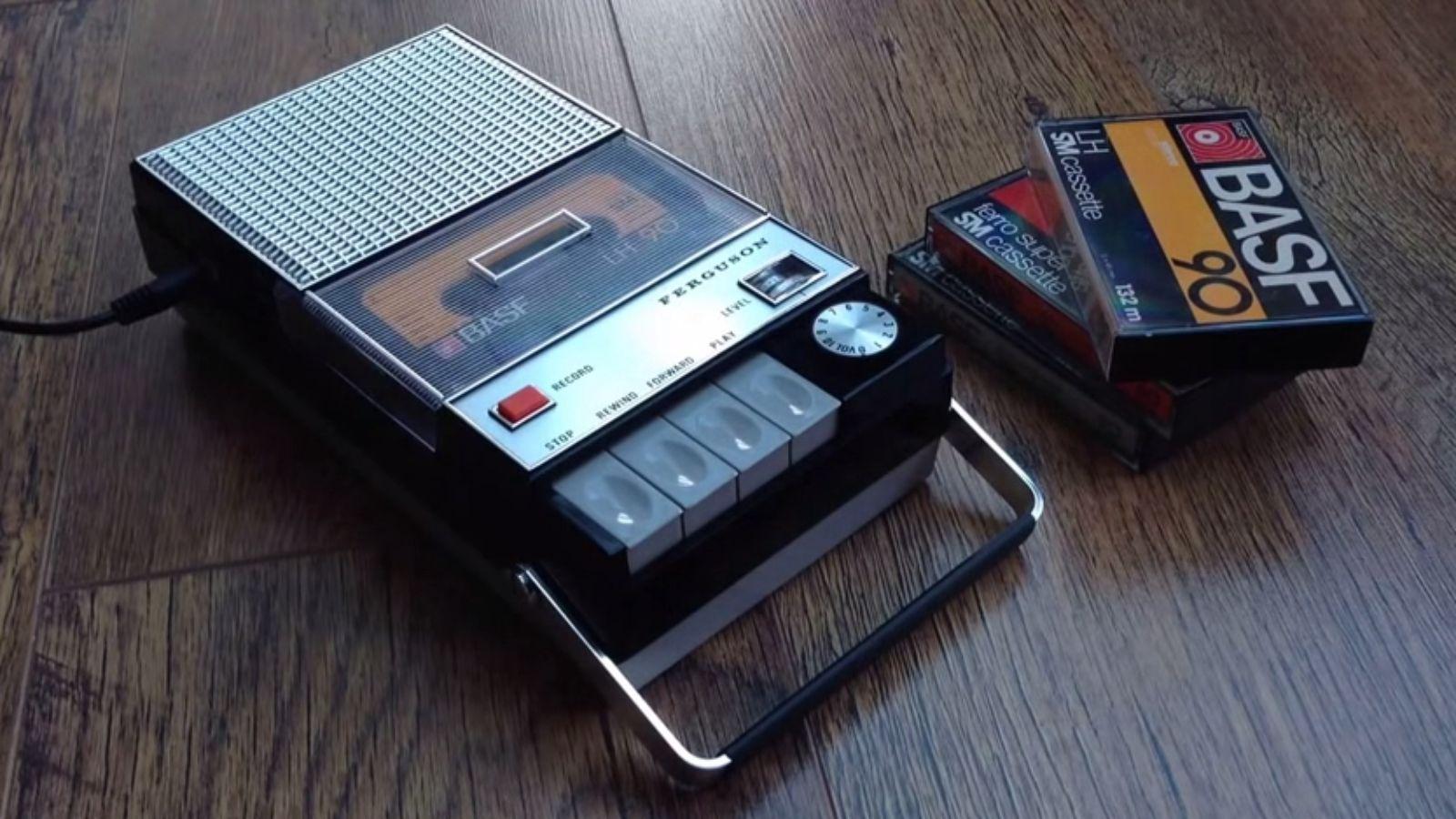 """Éste genial mod permite usar viejos cassetes con NFC para """"cargar"""" canciones de Spotify."""