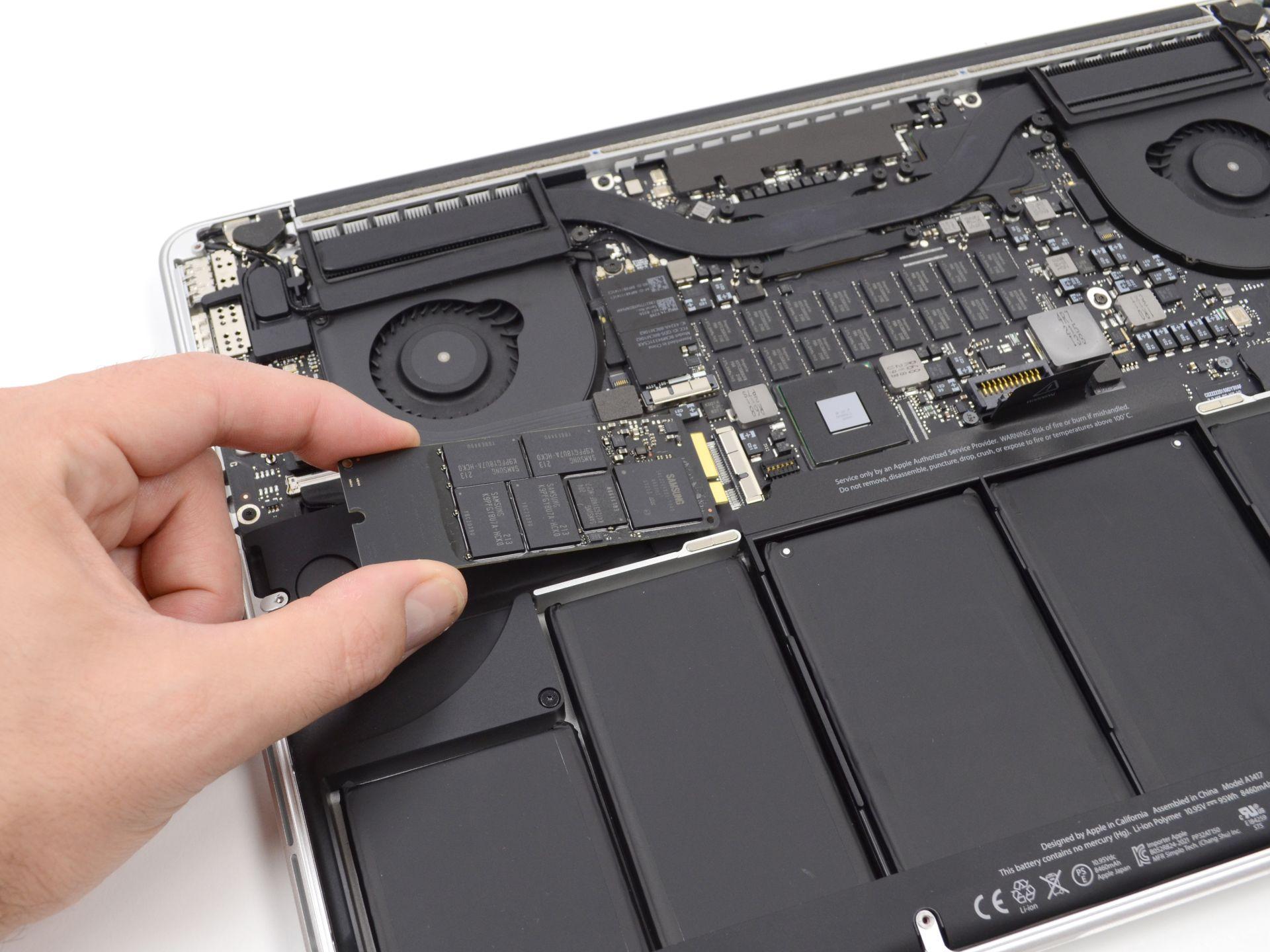 Memorias soldadas y el SSD con conexión PCI-E. Son lindas finitas, pero...
