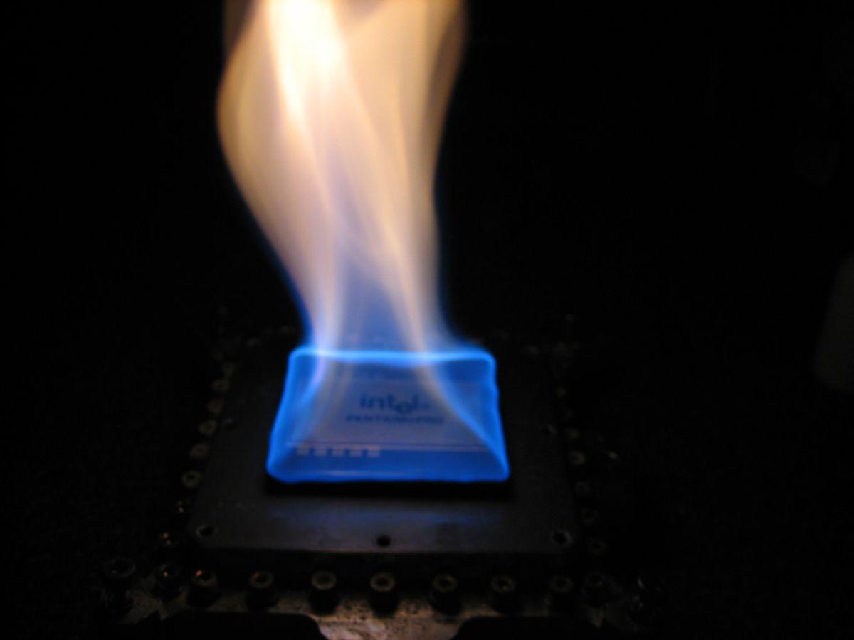 Pentium PRO incendiándose (para la foto).