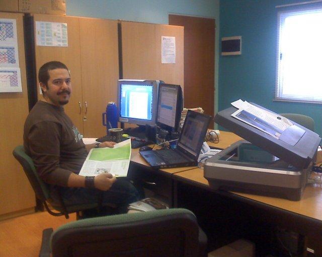 Pablo Calviño en su escritorio