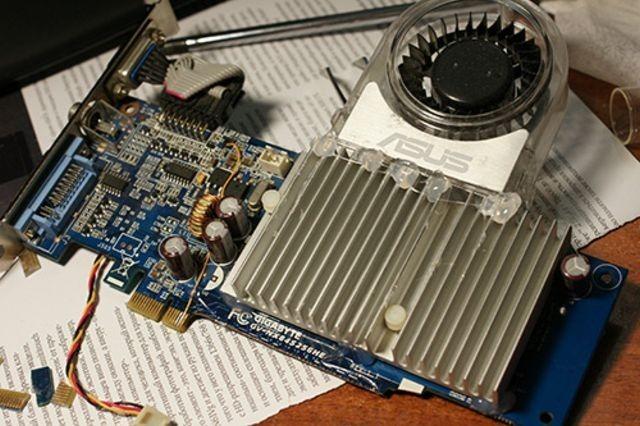 Placa de video PCI-E transformada de 16X a 1X