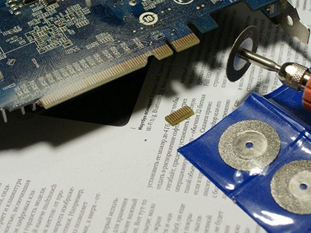 Placa de video PCI Express cortada con dremel