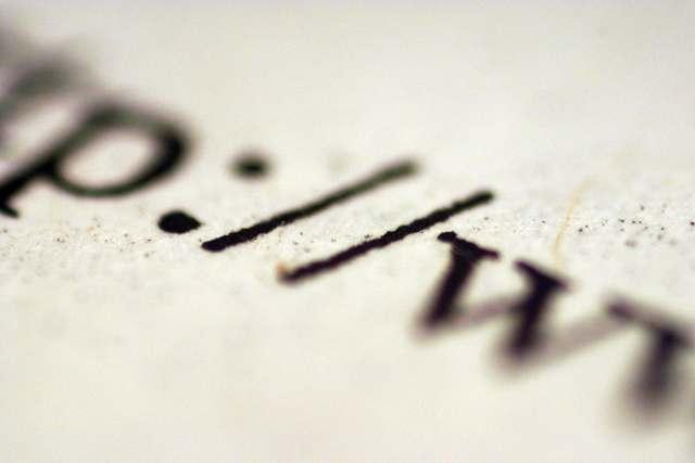 Critica a los weblogs en español, letra Ñ en una hoja