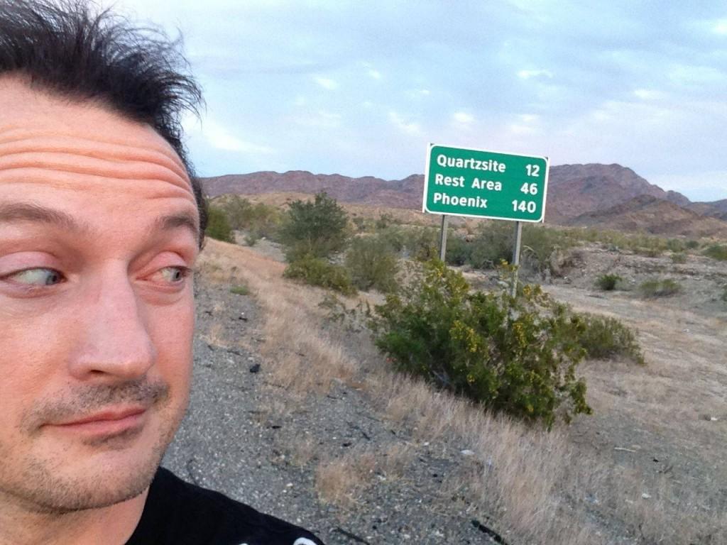 Buscando inspiración en el desierto para Wasteland 2. U oficiando de mercenario, probablemente.