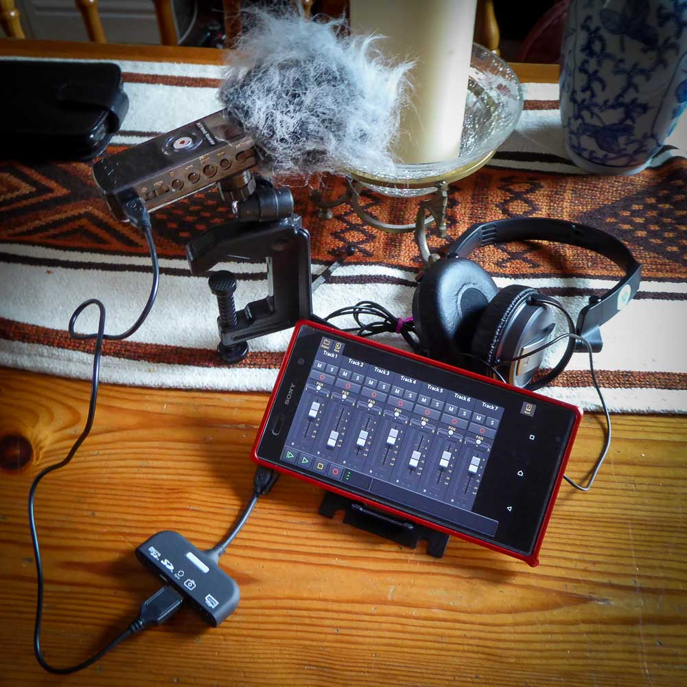 Grabacion de sonido: Zoom H1, Auricular Sony MDR-NC7 y