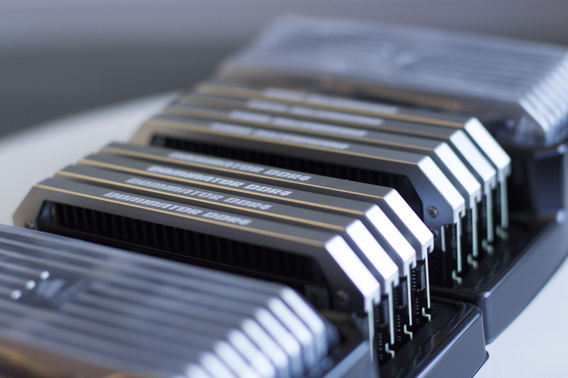 Si te parece mucho 32GB. Ya vienen Kits DDR4 de 128GB...