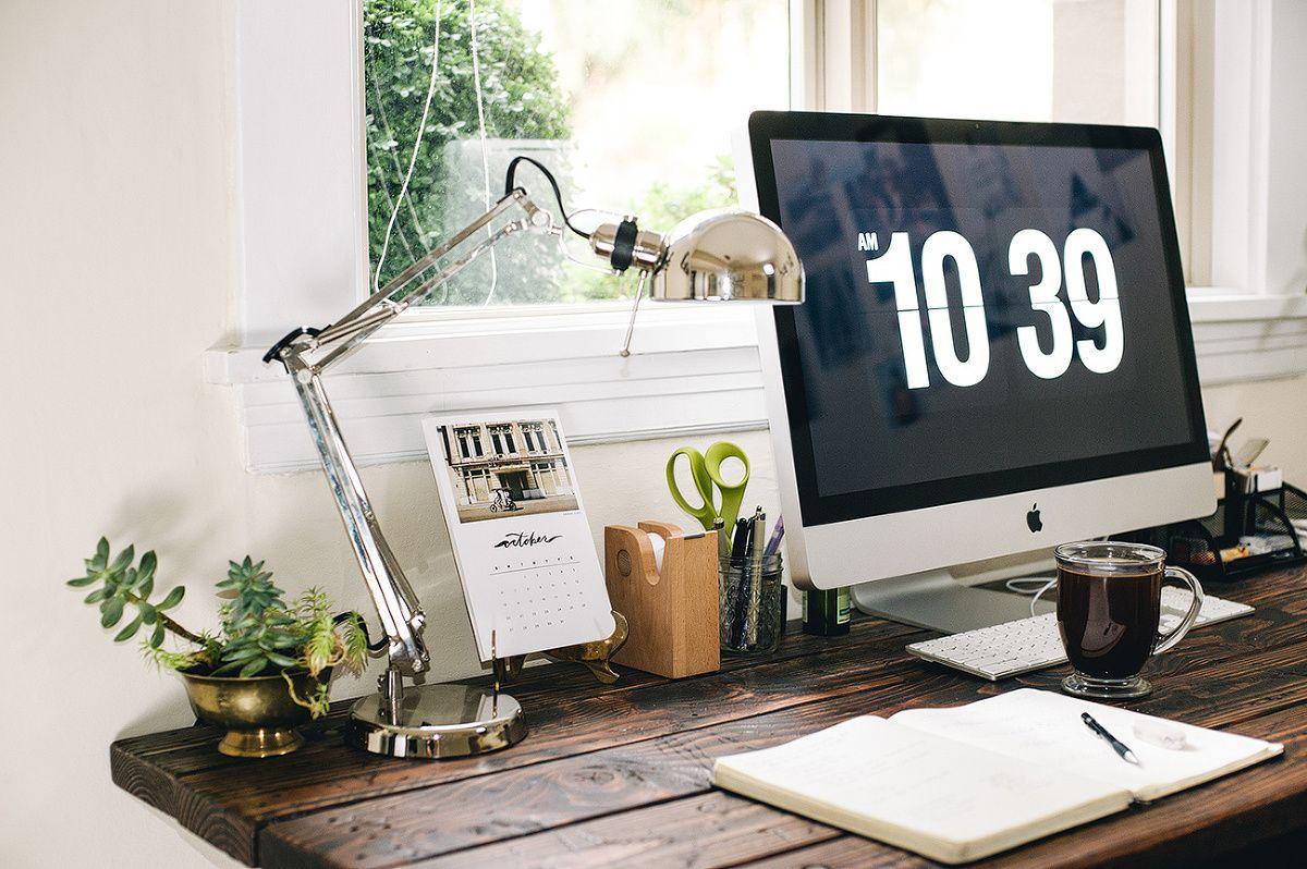 """Con un escritorio tan hermoso y minimalista el salvapantallas es """"la frutilla del postre""""."""