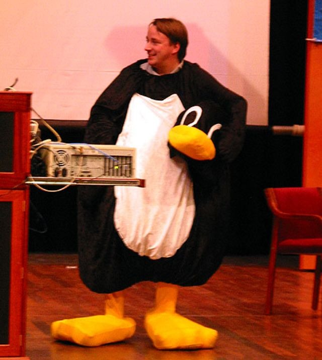 Linus disfrazado de pinguino