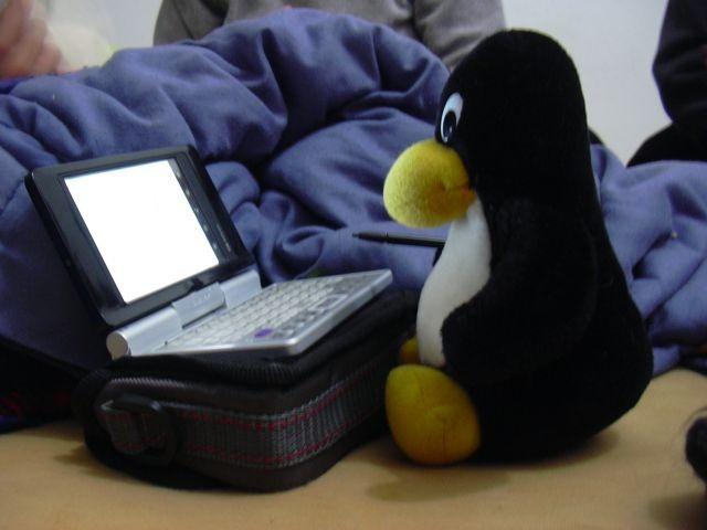 Tux frente a una PC